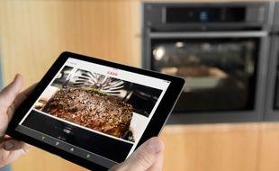 Surveiller la cuisson de son rôti à distance est possible chez AEG.
