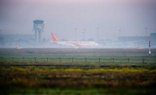 L'aéroport de Toulouse-Balgnac lors d'un jour de brouillard.