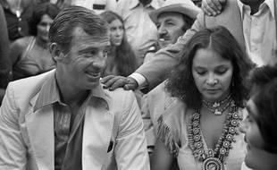 Jean-Paul Belmondo et Laura Antonelli, le 26 juin 1976, à Monaco.