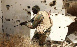 Un membre des forces loyales au gouvernement d'unionlibyen, près de Benghazi en Libye le 19 avril 2016