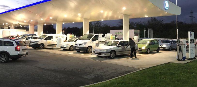 De nombreuses stations-service sont à sec en Bretagne.