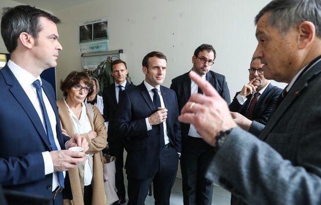 Coronavirus: Emmanuel Macron en visite au Samu de l'hôpital Necker à Paris
