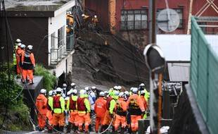 Les recherches pour trouver la vingtaine de personnes encore disparues à Atami s'annoncent longues.