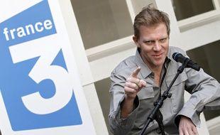 Lille, le 2 juillet 2011. Hervé Ghesquière, journaliste de France Télévision retenu en otage en Afghanistan entre le 29 décembre 2009 et le 29 juin 2011 en compagnie de son collègue Stéphane Taponier, est de retour dans sa région natale. Ici au siège de France 3 Nord Pas-de-Calais, où il donne une conférence de presse.