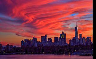 Lors de la commémoration du 15ème anniversaire des attaques terroristes du 11 septembre 2001 aux Etats-Unis, même le ciel new-yorkais, embrasé par un incroyable coucher de soleil, était au diapason de l'émotion suscitée par l'événement.