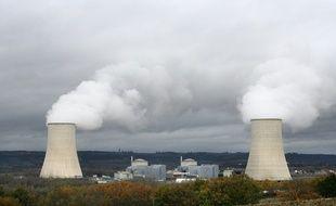 La centrale nucléaire de Golfech au bord de la Garonne, aux frontieres du Gers et à 100 km de Toulouse