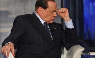 L'ancien chef du gouvernement italien Silvio Berlusconi assiste à une émission de télévision à Rome le 24 avril 2014