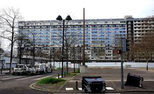 La commune de Bron, située dans l'agglomération lyonnaise, a vécu une nuit de violences urbaines samedi.