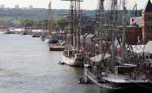 Les premiers navires de l'Armada de Rouen ont commencé à accueillir le public jeudi, à l'image du géant russe Kruzenshtern, au premier jour de ce rassemblement de grands voiliers organisé tous les cinq ans et qui doit attirer des millions de curieux jusqu'au 16 juin.