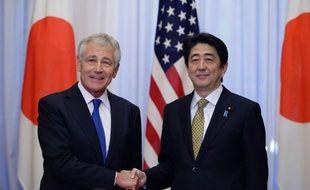 Le secrétaire américain à la défense, Chuck Hagel et le Premier ministre japonais Shinzo Abe, à Tokyo le 5 avril 2014