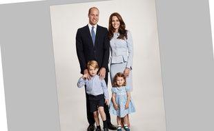 La photo officielle de la carte de vœux 2017 de Kate, William et leurs enfants.