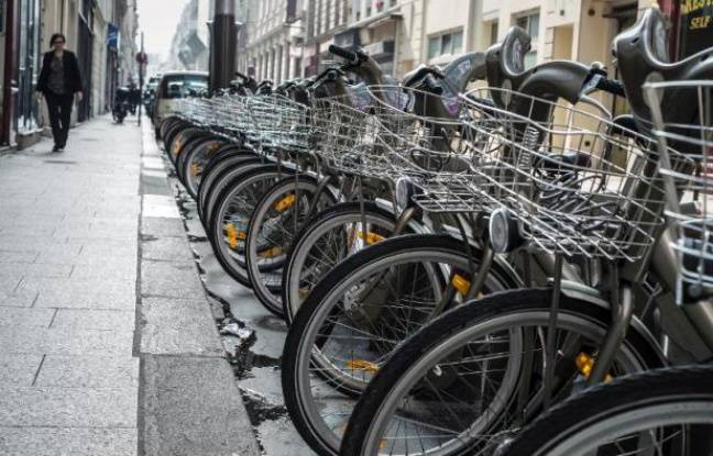 Une station de Vélib à Paris