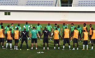 Les joueurs ivoiriens se recueillent lors d'un entraînement le 30 janvier 2015.