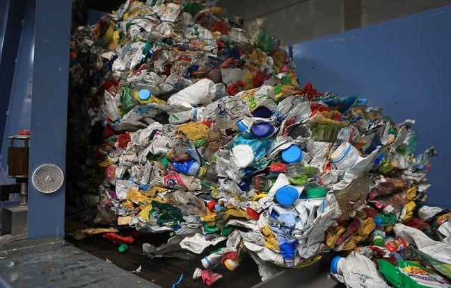 Les déchets plastiques vont être triés dans l'unité spéciale de Soprema. Strasbourg le 9 juillet 2019.