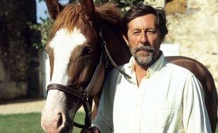 Jean Rochefort et l'un de ses chevaux en 1989.