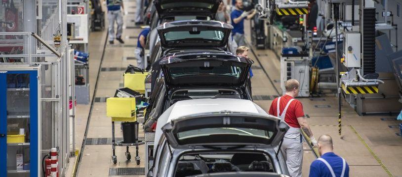 Une ligne de production dans l'usine Volkswagen de Wolfsburg en Allemagne.
