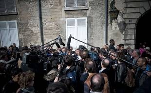 Des journalistes face à Emmanuel Macron à Villers-Cotterets le 17 mars 2017