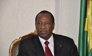 """Le président burkinabè Blaise Compaoré et cinq autres chefs d'Etat de la région ont retrouvé samedi à Ouagadougou les """"forces vives"""" du Mali pour un sommet destiné à installer un """"gouvernement consensuel"""", mais en l'absence des autorités maliennes de transition."""