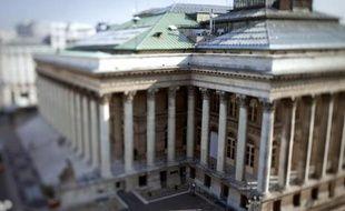 La Bourse de Paris a clôturé jeudi en nette baisse (-1,02%), affectée par le pessimisme de Wall Street et échaudée par des indicateurs américains décevants.