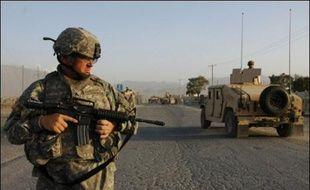 Cinq policiers afghans ont été tués dans la province d'Helmand (sud de l'Afghanistan) par des tirs attribués à des soldats étrangers par un responsable de la police locale, alors que la force de l'Otan a fermement nié vendredi toute implication dans cette affaire.