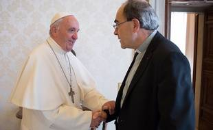 Le cardinal Barbarin et le pape en mai 2016, photographiés par le vatican.