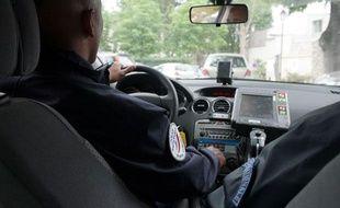 Illustration police nationale au volant.