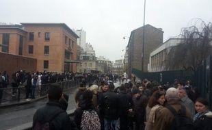 Manifestation de lycéens devant le lycée Bergson à Paris, le vendredi 25 mars 2016