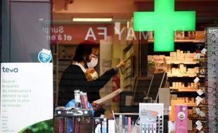 Les pharmacies ne sont plus autorisées à vendre de masques de protection au grand public.
