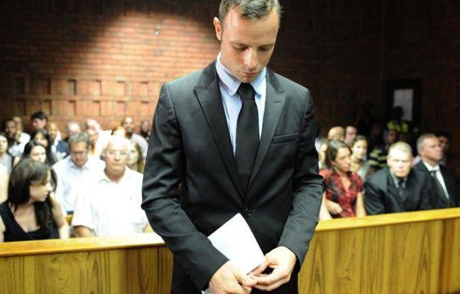 Oscar Pistorius lors de l'audience prélimiaire pour le meurtre de sa compagne Reeva Steenkamp, à Pretoria, en Afrique du Sud, le 20 février 2013.