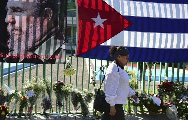 Des portraits de Fidel Castro, figure du XXe siècle, s'affichent à La Havane