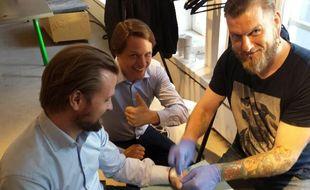 La première Implant Party a été organisée ce samedi 13 juin 2015, à Paris.