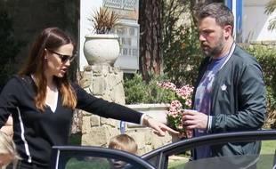 Jennifer Garner et Ben Affleck surpris par les paparazzis à Los Angeles en mars 2017.