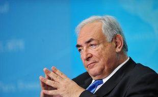 Le ministre de l'Intérieur Claude Guéant, l'un des hommes les plus proches de Nicolas Sarkozy, alimentait dimanche les polémiques autour de Dominique Strauss-Kahn, en révélant que l'ex-patron du FMI avait été interpellé en 2006 dans un haut-lieu de la prostitution à Paris.