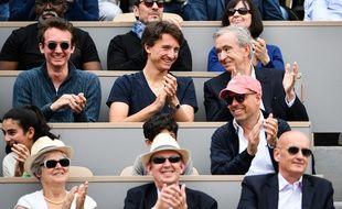 Sur cette photo se trouve l'homme le plus riche de France. Bon on vous aide, il est en haut à droite et s'appelle Bernard Arnault.