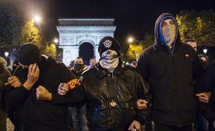 Des policiers lors d'une manifestations à Paris, le 20/10/2016.Credit:LEWIS JOLY/SIPA