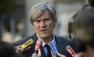 Le ministre de l'Agriculture Stephane Le Foll s'adresse aux journalistes après une réunion le 26 septembre 2014 avec la filière fruits et légumes à Paris