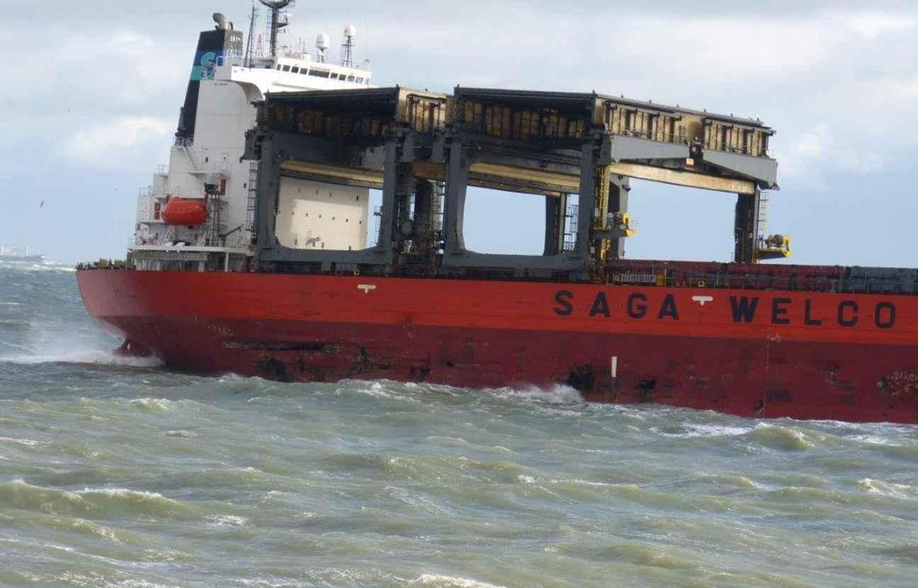 Un cargo évacué en pleine tempête au large de Douvres
