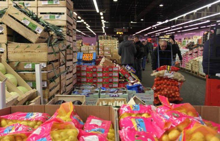 A Rungis, dans la halle des fruits et légumes, le 30 janvier 2013.