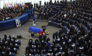 Hommage à Helmut Kohl, dans l'hémicycle du Parlement européen à Strasbourg, samedi 1er juillet.