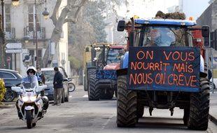 Une centaine d'agriculteurs se sont mobilisés pour alerter sur les nombreux suicides qui surviennent dans leur profession.
