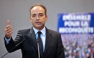 """Jean-François Copé, le président de l'UMP, a pointé mercredi une """"part de responsabilité personnelle de François Hollande dans l'aggravation de la situation économique"""" en commentant l'entrée de la France en récession annoncée par l'Insee."""