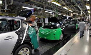 Une ligne de fabrication dans l'usine PSA de Sochaux.