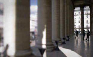 La Bourse de Paris a ouvert en hausse mercredi (+0,30%), soutenue par la progression de Wall Street la veille, dans un marché qui reste préoccupé par la crise en zone euro, en particulier la situation délicate de l'Espagne et l'Italie.