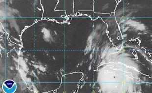 Après avoir balayé avec des vents d'une rare intensité la partie occidentale de Cuba, l'ouragan Gustav se dirigeait dans la nuit de samedi à dimanche vers le Golfe du Mexique et l'Etat américain de la Louisiane, où les autorités ont donné l'ordre d'évacuation à la population.