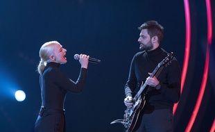 Emilie Satt et Jean-Karl Lucas, du groupe Madame Monsieur, sur la scène de Destination Eurovision sur France 2.