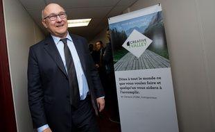 Michel Sapin en visite dans un incubateur d'entreprises au Kremlin-Bicêtre