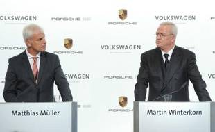 Volkswagen va ajouter une pierre à son édifice et à son ambition de devenir le plus grand constructeur automobile mondial, en finalisant le rachat de Porsche dès le mois d'août, l'aboutissement d'un long processus.