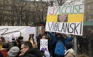 Photo de la contre-cérémonie des César, organisée par une petite dizaine d'associations féministes, le 28 février 2020.