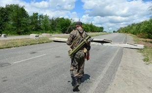 Un soldat séparatiste pro russe à Lougansk en Ukraine, le 28 juin 2014