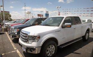 Les ventes automobiles ont bondi le mois dernier aux Etats-Unis, grimpant pour certains constructeurs à leur sommet en six ans grâce aux pick-up et au boum du logement, Toyota affichant l'une des plus belles performances et dépassant Ford